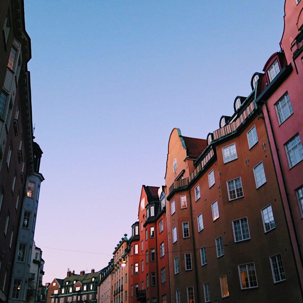 foto van zweedse straten in östermalm stockholm